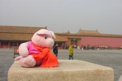 Forbidden City 2007 China 18 Ze kijkt naar me