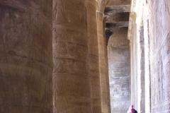 2006 Egypte 007 Horus_wat_een_grote_pilaren
